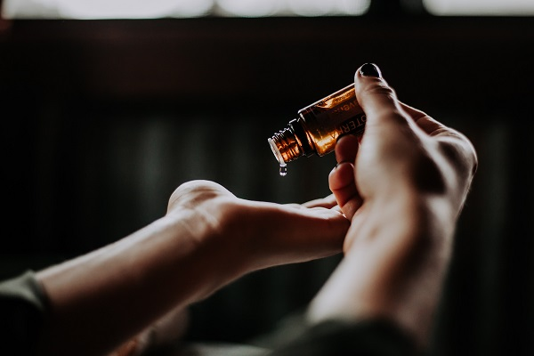 How to use tea tree oil for acne the right way