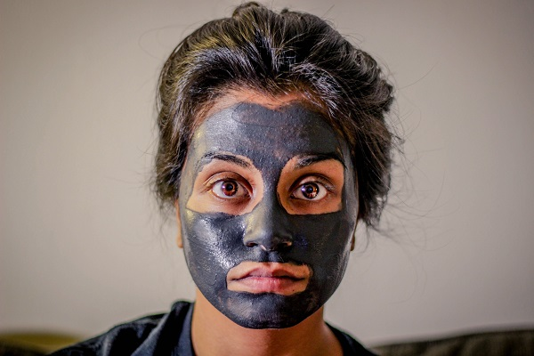 Exfoliate and clear pimples with this DIY yogurt cocoa and honey mask